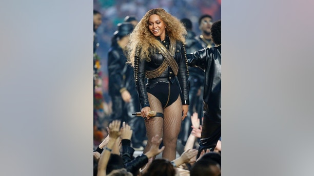 Beyonce smiles after performing during the half-time show at the NFL's Super Bowl 50 football game between the Carolina Panthers and the Denver Broncos in Santa Clara, California February 7, 2016.     REUTERS/Lucy Nicholson - TB3EC2807GEMF