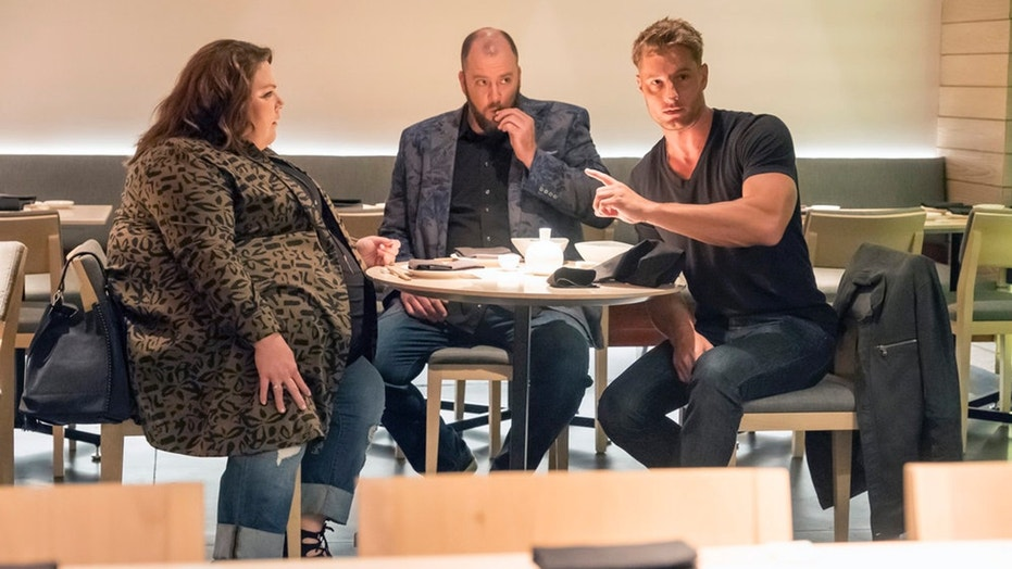 "THIS IS US -- ""A Father's Advice"" Episode 201 --  Pictured: (l-r) Chrissy Metz as Kate, Chris Sullivan as Toby, Justin Hartley as Kevin -- (Photo by: Ron Batzdorff/NBC)"