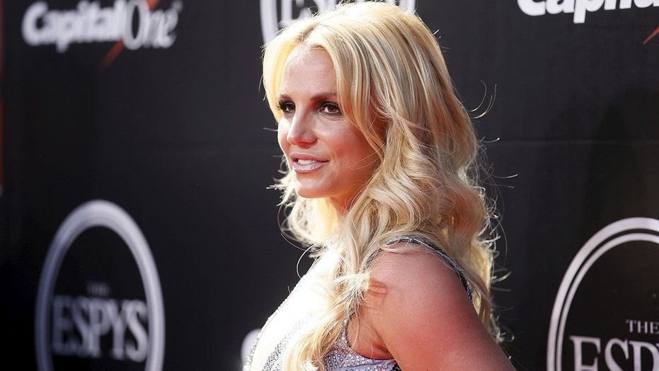 Singer Britney Spears arrives for the 2015 ESPY Awards in Los Angeles, California July 15, 2015.  REUTERS/Danny Moloshok - RTX1KGML
