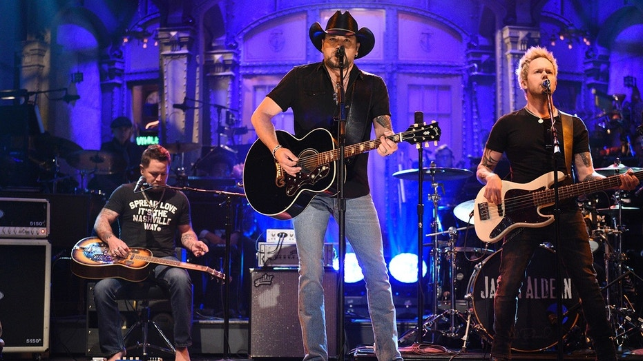 Jason Aldean opens 'Saturday Night Live' with tribute to Las Vegas victims