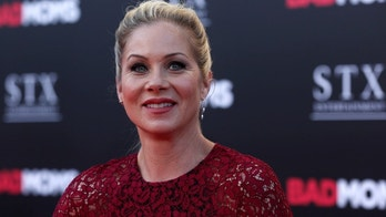 """Cast member Christina Applegate poses at the premiere of """"Bad Moms"""" in Los Angeles, California U.S., July 26, 2016.   REUTERS/Mario Anzuoni - RTSJTQR"""