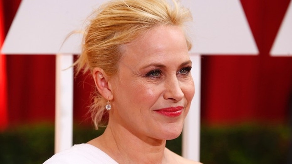 "Patricia Arquette (R), best supporting actress nominee for her role in ""Boyhood"" arrives at the 87th Academy Awards in Hollywood, California February 22, 2015. REUTERS/Lucas Jackson (UNITED STATES TAGS:ENTERTAINMENT) (OSCARS-ARRIVALS) - RTR4QNHG"