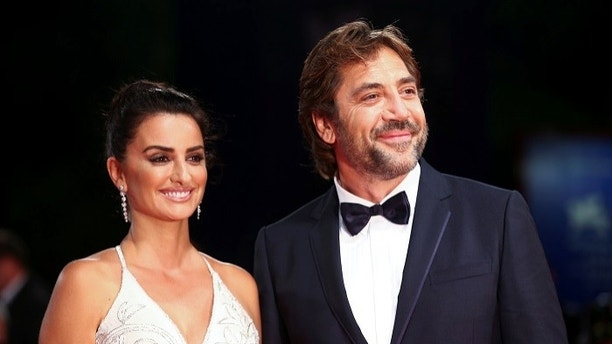 "Actors Penelope Cruz and Javier Bardem pose during a red carpet event for the movie ""Loving Pablo"" at the 74th Venice Film Festival in Venice, Italy September 6, 2017. REUTERS/Alessandro Bianchi - RC180663B800"
