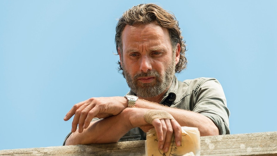 'Walking Dead' fans are losing interest as show's ratings ...