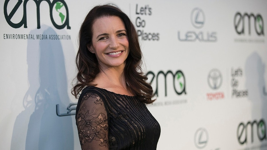 Actress Kristin Davis poses at the 2014 Environmental Media Awards at Warner Bros. Studios in Burbank, California October 18, 2014. REUTERS/Mario Anzuoni  (UNITED STATES - Tags: ENTERTAINMENT) - GM1EAAJ14RK01
