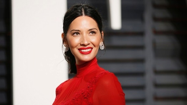 89th Academy Awards - Oscars Vanity Fair Party - Beverly Hills, California, U.S. - 26/02/17 – Actress Olivia Munn. REUTERS/Danny Moloshok - HP1ED2R0GWWAI