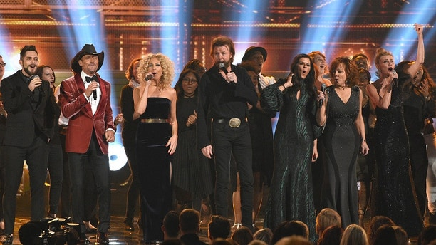 Thomas Rhett, from left, Tim McGraw, Kimberly Schlapman, Ronnie Dunn, Karen Fairchild, Reba McEntire and Faith Hill perform a medley during the 51st annual CMA Awards at the Bridgestone Arena on Wednesday, Nov. 8, 2017, in Nashville, Tenn.