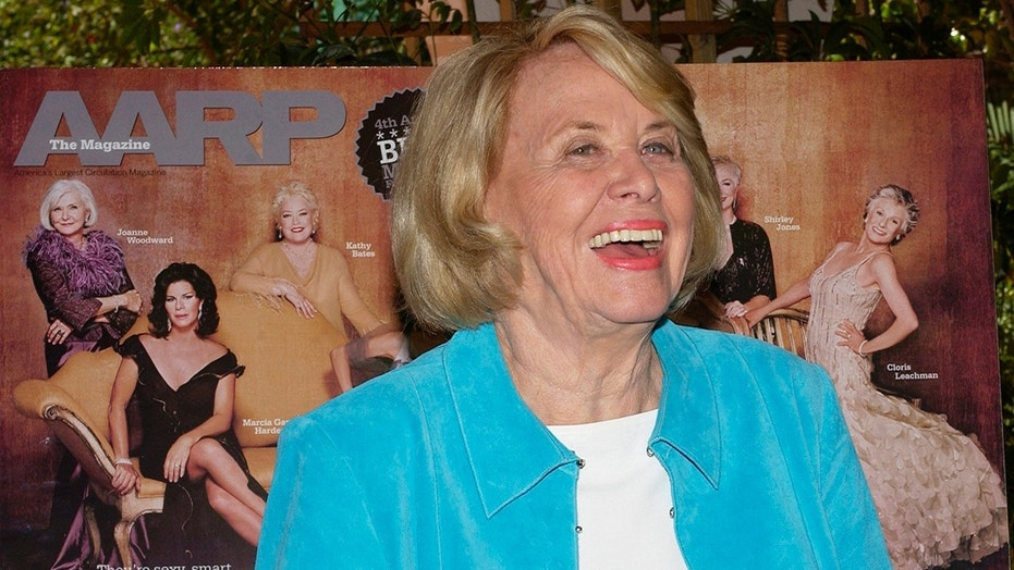 "Liz Smith, gossip columnist and author of the new book ""Dishing,"" is all smiles during a Texas-style lunch celebrating AARP The Magazine's first Hollywood issue at the Bel-Air Hotel in Los Angeles, March 29, 2005. REUTERS/Jim Ruymen  JR - RP6DRMTHUPAA"