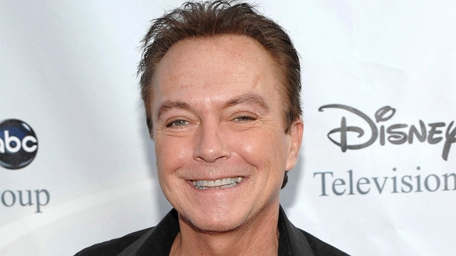 David Cassidy suffering from organ failure, surrounded by family
