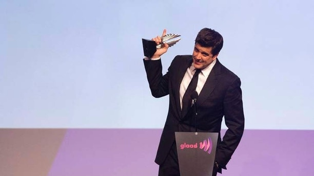 News anchor Josh Elliott accepts an award for Outstanding Journalism TV at the 23rd Annual at the 23rd annual Gay and Lesbian Alliance Against Defamation (GLAAD) Media Awards in New York March 24, 2012.   REUTERS/Andrew Kelly  (UNITED STATES - Tags: ENTERTAINMENT PROFILE) - RTR2ZUA0
