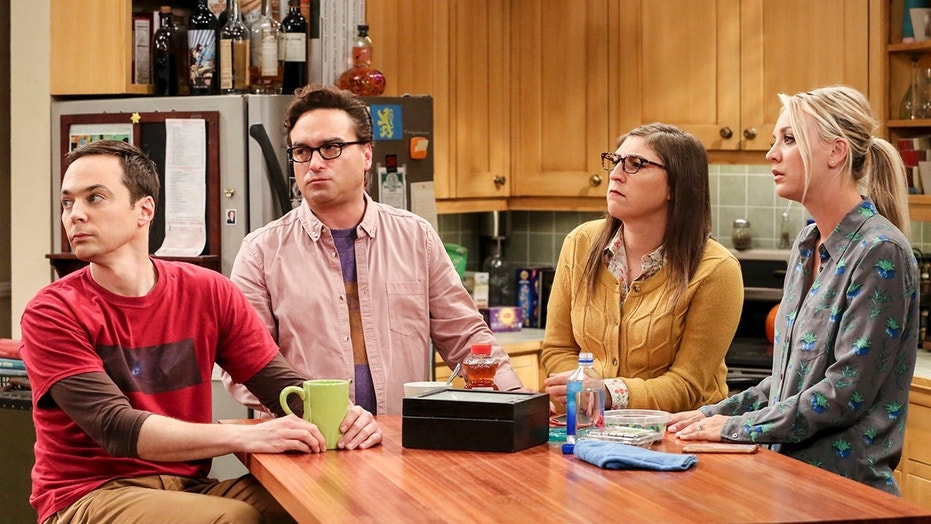 """The Bitcoin Entanglement"" -- Pictured: Sheldon Cooper (Jim Parsons), Leonard Hofstadter (Johnny Galecki), Amy Farrah Fowler (Mayim Bialik) and Penny (Kaley Cuoco). Sheldon tries to teach the guys a lesson after they cut him out of a potentially valuable Bitcoin investment. Also, a seven-year-old video reveals a secret about Leonard and Penny\'s relationship, on THE BIG BANG THEORY, Thursday, Nov. 30 (8:00-8:31 PM, ET/PT) on the CBS Television Network. Photo: Michael Yarish/Warner Bros. Entertainment Inc. © 2017 WBEI. All rights reserved."