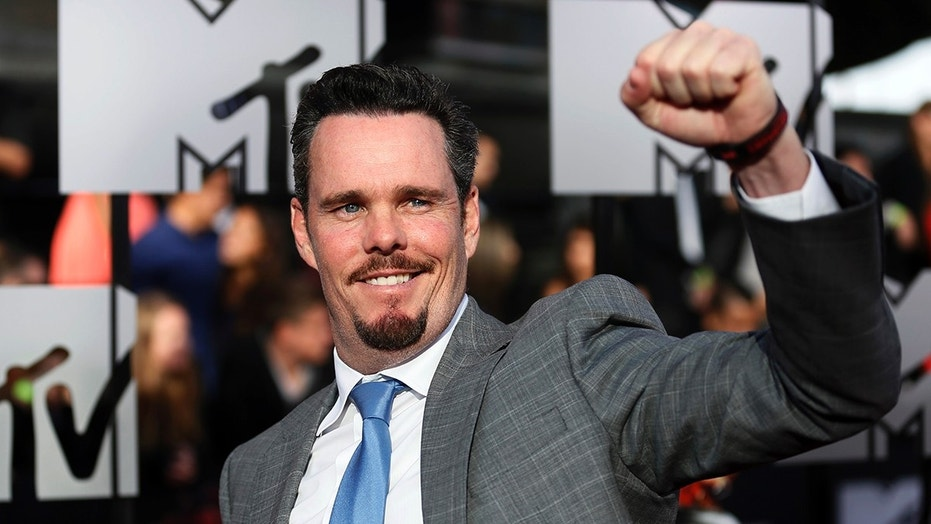 Actor Kevin Dillon arrives at the 2014 MTV Movie Awards in Los Angeles, California  April 13, 2014.  REUTERS/Danny Moloshok  (UNITED STATES - Tags: Entertainment) (MTV-ARRIVALS) - TB3EA4E0388GA
