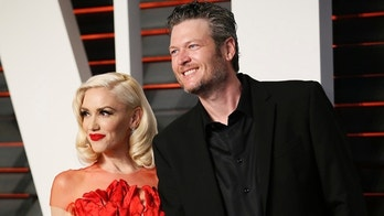 Musicians Gwen Stefani and Blake Shelton arrive at the Vanity Fair Oscar Party in Beverly Hills, California February 28, 2016.  REUTERS/Danny Moloshok - RTS8HSM