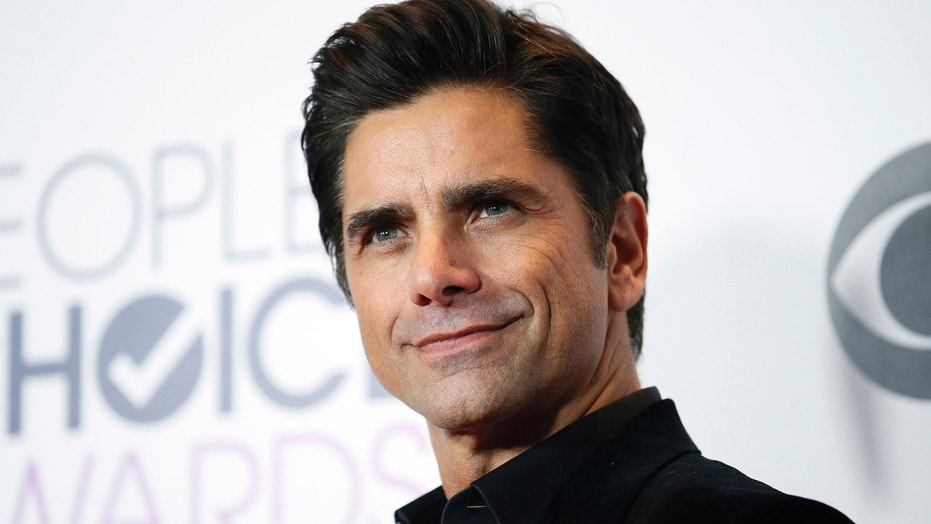 Actor John Stamos Of Grandfathered Poses Backstage During The Peoples Choice Awards 2016 In