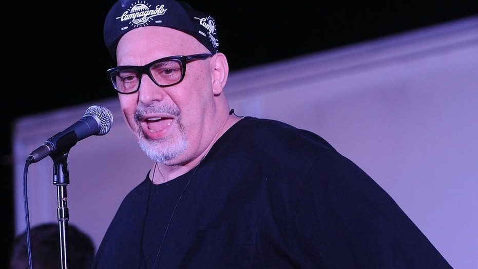 RAHWAY, NJ - AUGUST 25:  Musician Pat DiNizio of The Smithereens performs 10,000 Manics & The Smithereens In Concert  at Union County Performing Arts Center on August 25, 2016 in Rahway, New Jersey.  (Photo by Bobby Bank/WireImage)