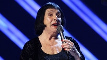 FILE - In this Feb. 10, 2008 file photo, Keely Smith presents an award at the 50th Annual Grammy Awards in Los Angeles. Smith, a pop and jazz singer known for her solo recordings of jazz standards as well as her musical partnership with Louis Prima, died Saturday, Dec. 16, 2017, of apparent heart failure in Palm Springs at the age of 89. (AP Photo/Kevork Djansezian, File)