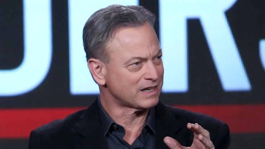 Gary Sinise makes special holiday visit to the troops ...
