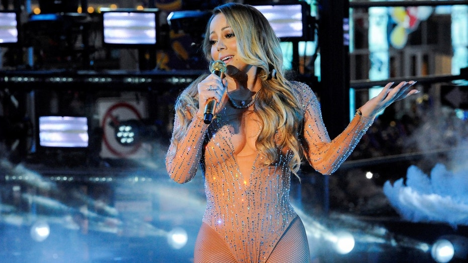 Mariah Carey performs during a concert in Times Square on New Year's Eve in New York, U.S. December 31, 2016. Picture taken on December 31, 2016. REUTERS/Stephanie Keith - RC11A825CC60