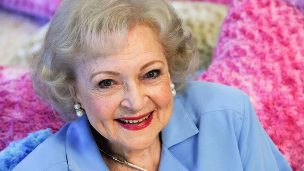 Actress Betty White poses for a photograph in Los Angeles, California May 26, 2010. REUTERS/Gus Ruelas (UNITED STATES - Tags: ENTERTAINMENT PROFILE) - GM1E65R0XR901