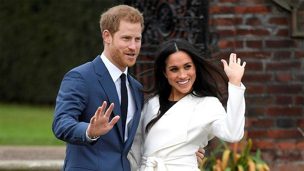 Britain's Prince Harry poses with Meghan Markle in the Sunken Garden of Kensington Palace, London, Britain, November 27, 2017. REUTERS/Toby Melville - RC1DEF845A40
