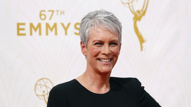 Actress Jamie Lee Curtis arrives at the 67th Primetime Emmy Awards in Los Angeles, California September 20, 2015.  REUTERS/Mario Anzuoni - TB3EB9K1QGK8N