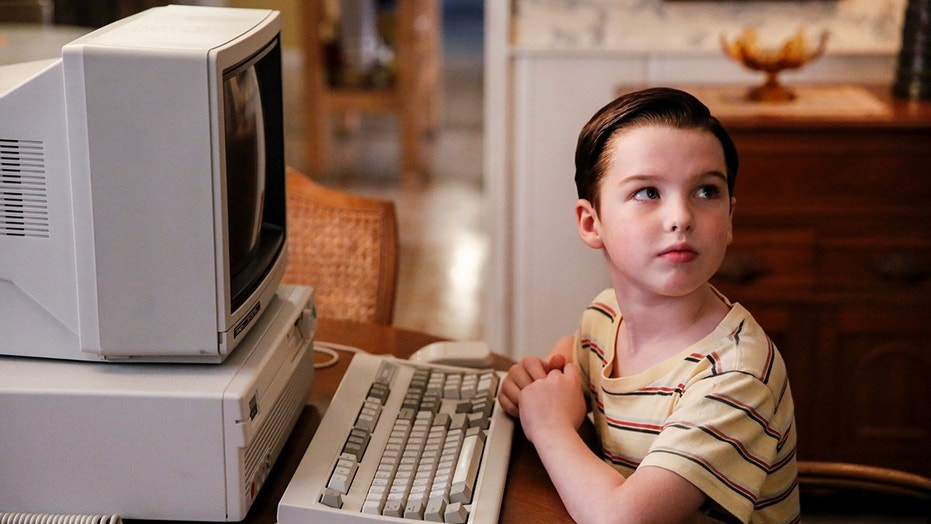 """A Computer, a Plastic Pony, and a Case of Beer"" -- Pictured: Sheldon (Iain Armitage). Sheldon asks for a computer and unknowingly sparks a heated argument between Mary and George Sr. over the family\'s finances, on YOUNG SHELDON, Thursday, Jan. 18 (8:31-9:01 PM, ET/PT) on the CBS Television Network. Photo: Cliff Lipson/CBS ©2017 CBS Broadcasting, Inc. All Rights Reserved."