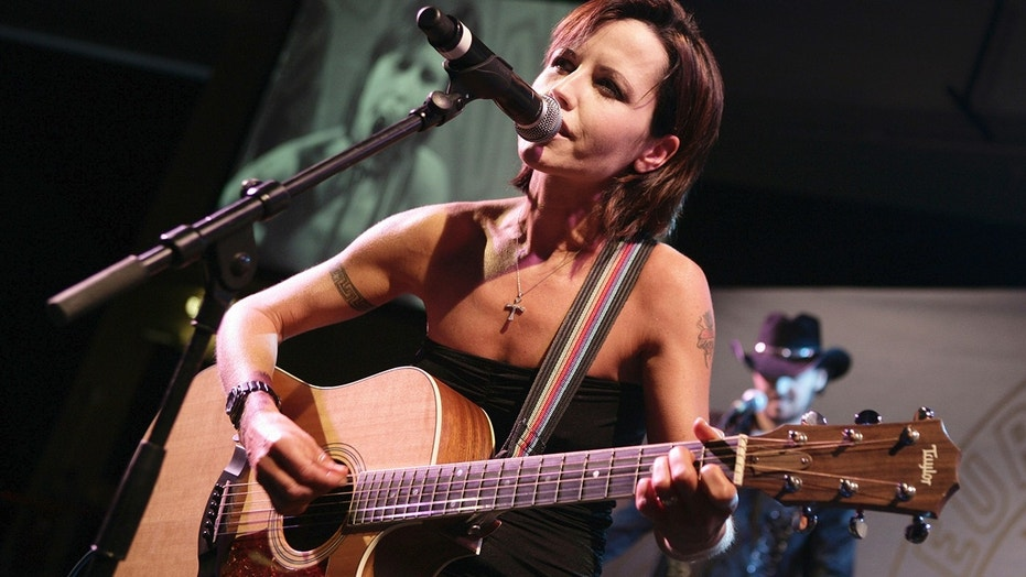 Limerick locals gather to pay tribute to Dolores O'Riordan through song