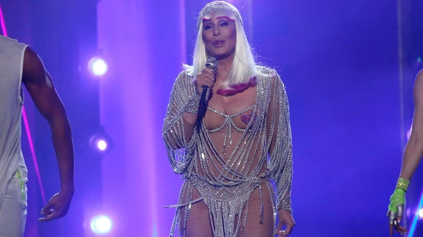 "2017 Billboard Music Awards – Show - Las Vegas, Nevada, U.S., 21/05/2017 - Cher performs ""Believe"" before receiving the Billboard Icon Award. REUTERS/Mario Anzuoni - HP1ED5M08DM60"