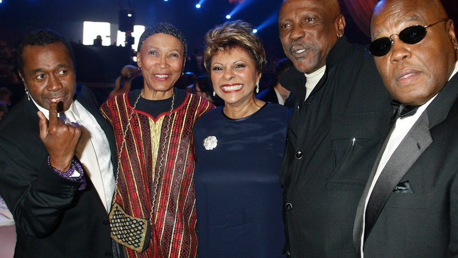 "Cast members of the television mini-series ""Roots"", Ben Vereen,Olivia Cole, Leslie Uggams, Louis Gossett, Jr. and Georg Standford Brown (L-R), pose before accepting a special discretionary award honoring the show's 30th anniversary during the taping of the 5th Annual TV Land Awards in Santa Monica, California April 14,  2007."