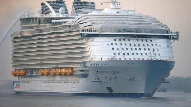 The worlds largest cruise ship, the 361 metres long, Harmony of the Seas, arrives in port  for her mayden voyage, in Southampton, Britain May 17, 2016.  REUTERS/Peter Nicholls - LR1EC5H0NF2HF