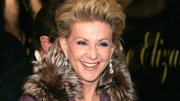 Elaine Wynn, wife of Wynn Resorts chairman of the board and CEO Steve Wynn, arrives for Elizabeth Taylor's 75th birthday party at the Ritz-Carlton in Lake Las Vegas, in Henderson, Nevada February 27, 2007. REUTERS/Steve Marcus (UNITED STATES) - GM1DUSCUQBAA
