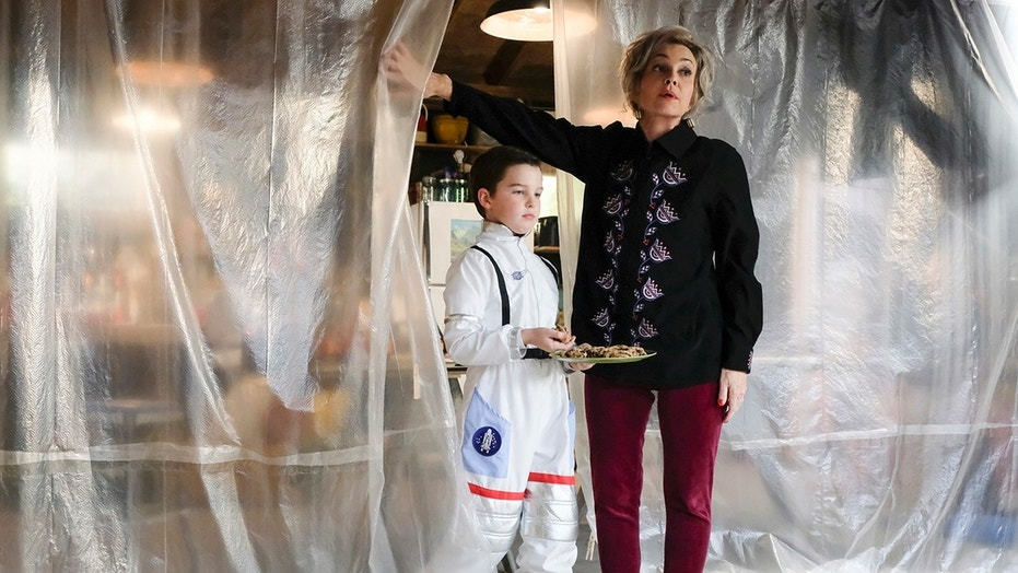"""A Sneeze, Detention, and Sissy Spacek""  - Pictured: Sheldon (Iain Armitage) and Meemaw (Annie Potts). When flu season hits Medford, Sheldon takes extreme measures to remain healthy, on YOUNG SHELDON, Thursday, Feb. 1 (8:31-9:01 PM, ET/PT) on the CBS Television Network. Photo: Darren Michaels/Warner Bros. Entertainment Inc. © 2017 WBEI. All rights reserved."