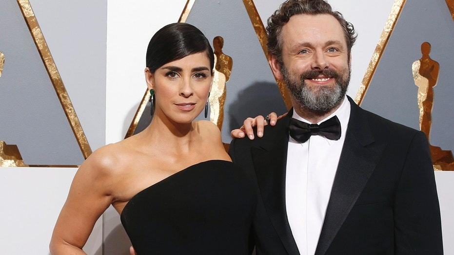 Sarah Silverman arrives with partner Michael Sheen at the 88th Academy Awards in Hollywood, California February 28, 2016.