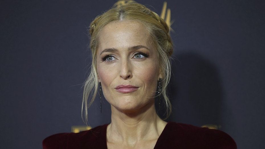 69th Primetime Emmy Awards – Arrivals – Los Angeles, California, U.S., 17/09/2017 -  Gillian Anderson. REUTERS/Mike Blake - HP1ED9I00T8VK