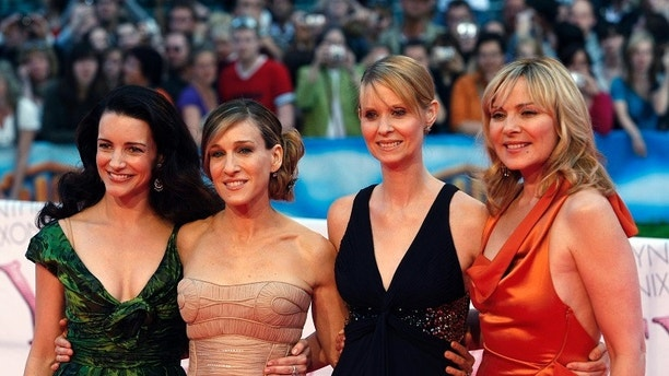 Actresses (L-R) Kristin Davis, Sarah Jessica Parker, Cynthia Nixon and Kim Cattrall arrive for the German premiere of ''Sex And The City: The Movie'' at a cinema in Berlin May 15, 2008.    REUTERS/Fabrizio Bensch (GERMANY) - GM1E45G0BGS02