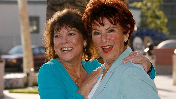 "Actresses Erin Moran (L) and Marion Ross from ""Happy Days"" arrive at ""A Father's Day Salute to TV Dads""  hosted by the Academy of Television Arts & Sciences in Los Angeles, California June 18, 2009. REUTERS/Fred Prouser (UNITED STATES ENTERTAINMENT) - GM1E56J11DP01"