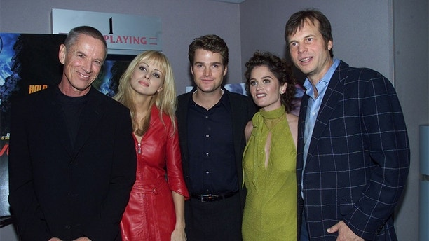 "The cast of the new action film "" Vertical Limit"" pose at the film's premiere December 3, 2000 in Los Angeles. Cast (L-R) are Scott Glen, Izabella Scorupco, Chris O'Donnell, Robin Tunney, and Bill Paxton. The film also stars Chris O'Donnell as a climber who must rescue his sister from the summit of K2, one of the world's biggest mountains.