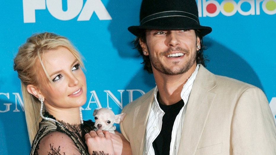 Britney Spears and Kevin Federline arrive for the 2004 Billboard Music Awards in Las Vegas, Nevada in this December 8, 2004 file photo.