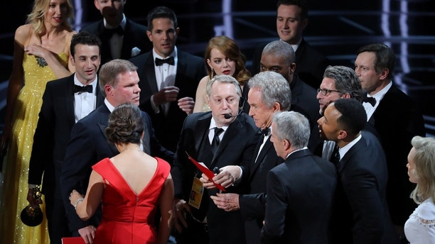 "FILE PHOTO: 89th Academy Awards - Oscars Awards Show - Hollywood, California, U.S. - 26/02/17 - Warren Beatty holds the card for the Best Picture Oscar awarded to ""Moonlight,"" after announcing by mistake that ""La La Land"" was winner. Picture taken February 26, 2017. REUTERS/Lucy Nicholson - RC148AECC420"