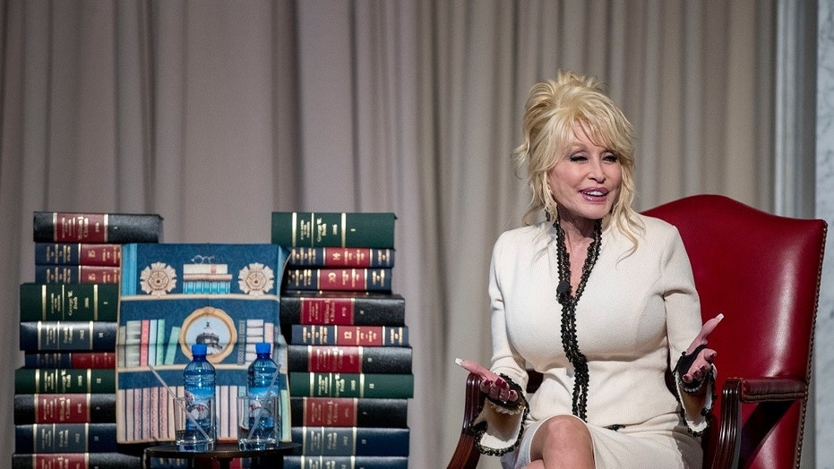 Dolly Parton donates 100 millionth book, announces partnership with Library of Congress