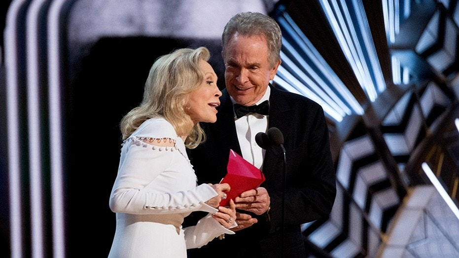 Hollywood veterans Faye Dunaway and Warren Beatty will reportedly announce the Academy Award for Best Picture at the Oscars on Sunday.