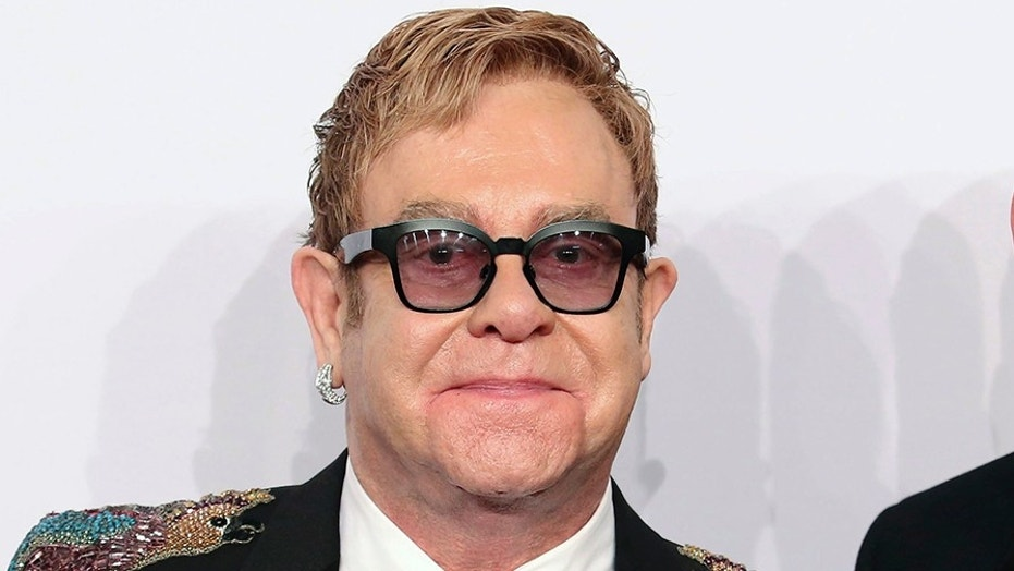 Singer Elton John explained to fans Saturday what prompted to walk off stage during his Las Vegas show earlier this week.