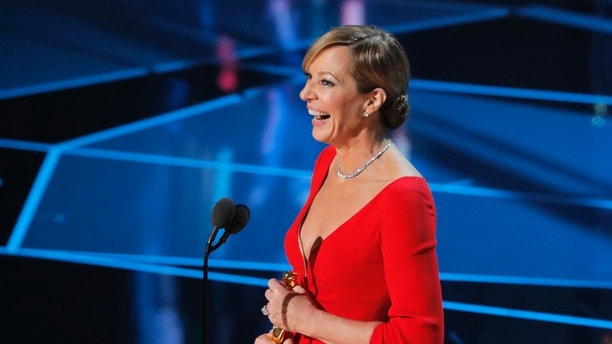 90th Academy Awards - Oscars Show - Hollywood, California, U.S., 04/03/2018 - Allison Janney wins the Best Supporting Actress Oscar for I, Tonya. REUTERS/Lucas Jackson - HP1EE35075TLG