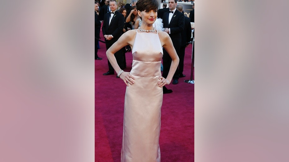 Anne Hathaway explains controversial Oscars 2013 dress | Fox News