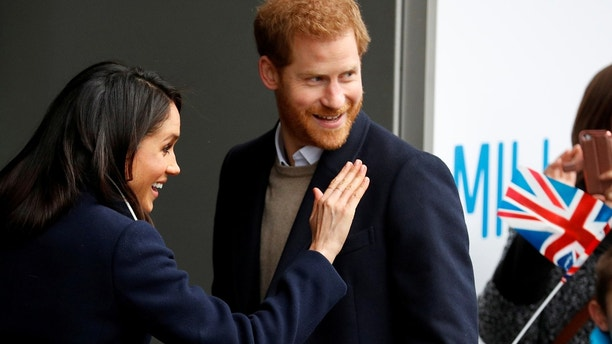Meghan Markle waves to local school children during a walkabout with Britain's Prince Harry during a visit to Birmingham, Britain, March 8, 2018. REUTERS/Phil Noble - RC13C63A98F0