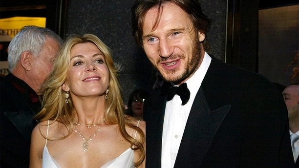 Actors Liam Neeson (R) and Natasha Richardson arrive for the 2002 Tony
