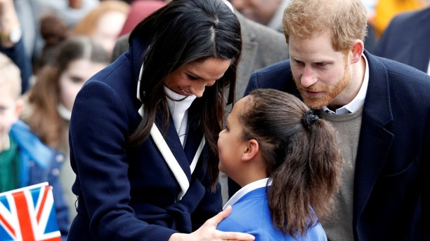 Britain's Prince Harry and his fiancee Meghan Markle meet local school children during a walkabout on a visit to Birmingham, Britain, March 8, 2018. REUTERS/Phil Noble - RC1EE703D630