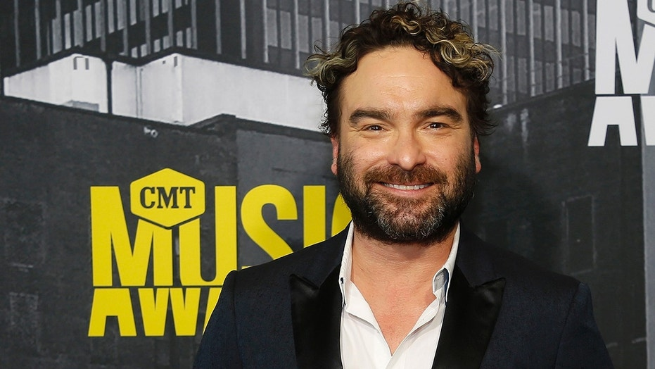 'Big Bang Theory' star Johnny Galecki can be seen for the first time in a teaser for the upcoming 'Roseanne' revival.