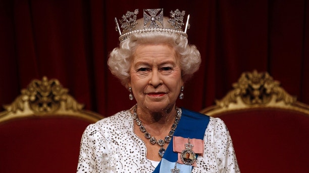 A new figure of Britan's Queen Elizabeth, produced in honour of her Diamond Jubilee, is seen at Madame Tussauds wax museum in London May 14, 2012. REUTERS/Suzanne Plunkett (BRITAIN - Tags: ROYALS ENTERTAINMENT) - LM1E85E0Q3V01