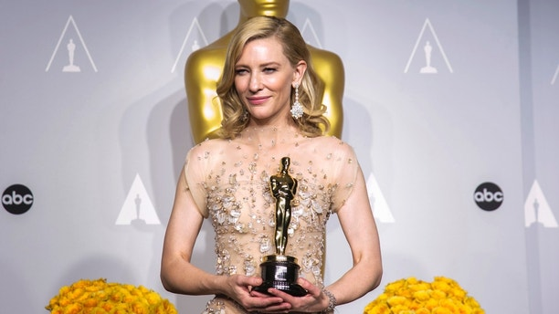 """Cate Blanchett holds her Oscar for Best Actress for the film """"Blue Jasmine"""" at the 86th Academy Awards in Hollywood, California March 2, 2014.  REUTERS/Mario Anzuoni (UNITED STATES TAGS: - Tags: ENTERTAINMENT TPX IMAGES OF THE DAY) (OSCARS-BACKSTAGE) - GM1EA33135W01"""